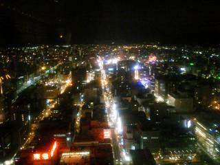 タワー南面の窓から見る札幌市内の夜景